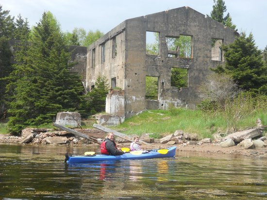 North River Kayak: The burned out Mill