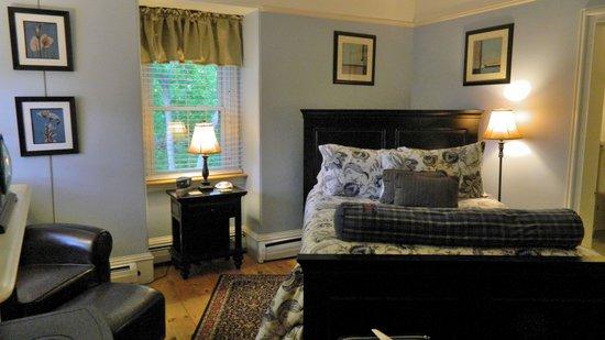 Inn On Carleton: Our lovely room (#4) on the third floor.