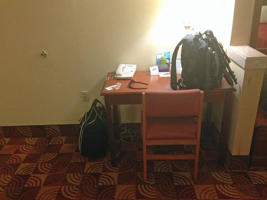 Days Inn & Suites Tuscaloosa - University of Alabama : desk
