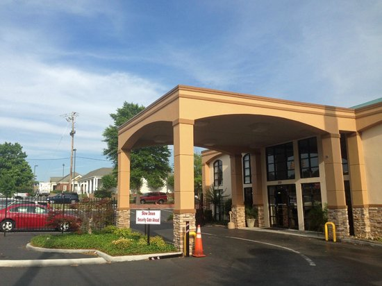 Days Inn & Suites Tuscaloosa: entrance
