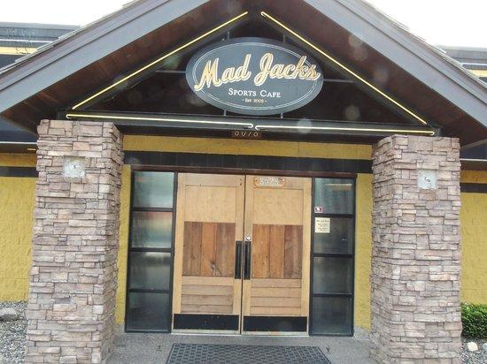 Mad Jacks Sports Cafe: Facade