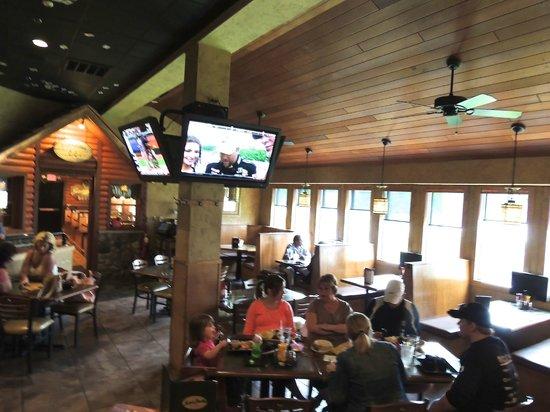 Mad Jacks Sports Cafe: Family Dining Area