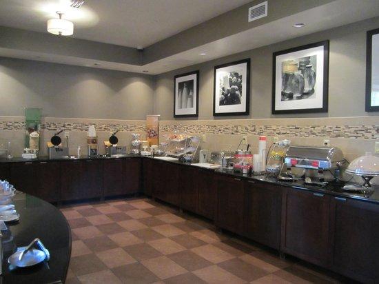 Hampton Inn & Suites Vineland: breakfast buffet