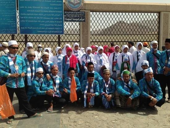 Mount Uhud: Yulia group in jabal uhud