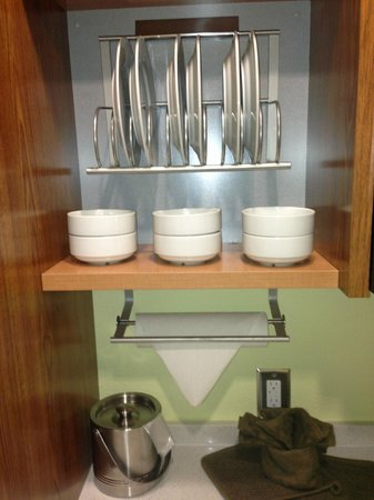 Home2 Suites By Hilton Augusta: dishes
