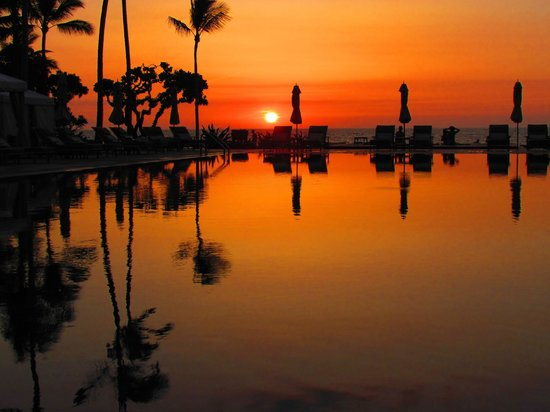 Four Seasons Resort Hualalai: The pool by my room, at sunset.