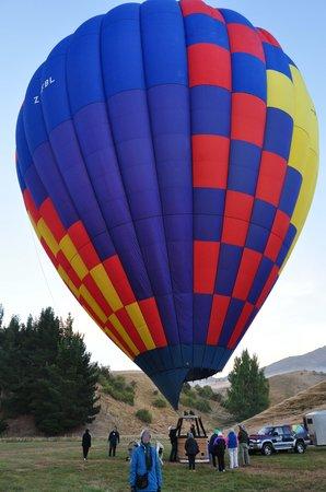 Sunrise Balloons : Balloon: Lindstrand 260A