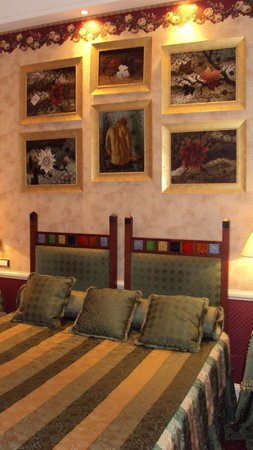 The Britannia Hotel: Room decor