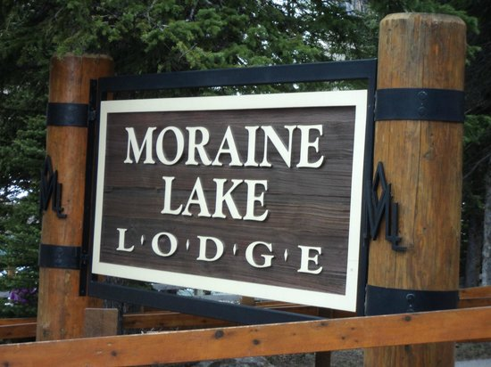 Moraine Lake Lodge: Entrance