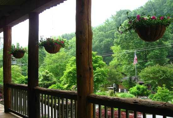The Esmeralda Inn: A view from the front porch
