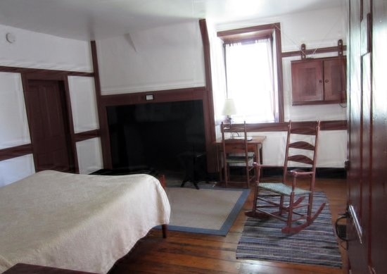 Shaker Village of Pleasant Hill - The Inn : A room at the Shaker Inn