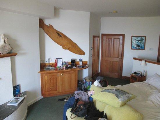 Sooke Harbour House Resort Hotel: Inside Whale Room