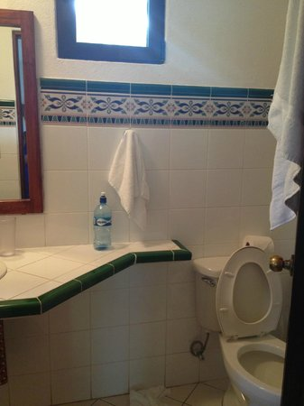 Hotel Cantarana: bathroom
