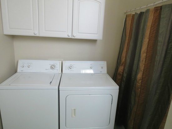 Nobody's Inn: Anybody's Room, washer and dryer, what luck!