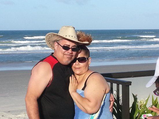 Daytona Shores Inn and Suites: my inlaws enjoying the pool side and ocean view