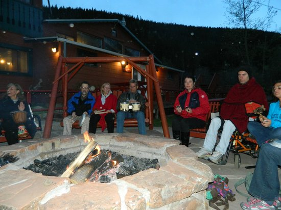 Peaceful Valley Resort and Conference Center: Making Smores
