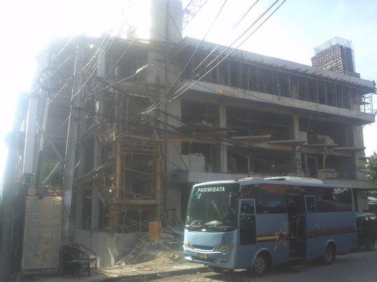 Adika Sari Bungalows : new construction where Adika used to be