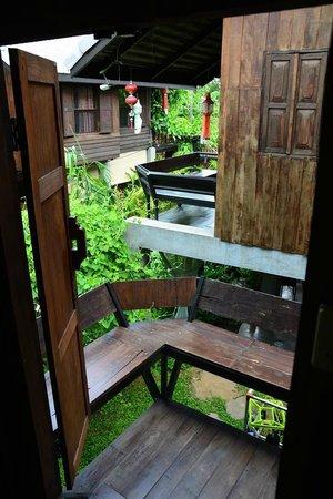 Chiang Mai Summer Resort : Upstairs Balcony