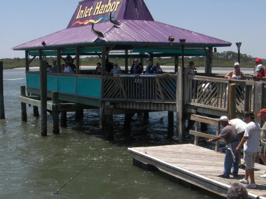 Ponce Inlet, Flórida: Tiki Hut serves nice drinks on a hot day
