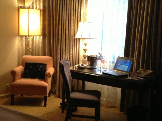 Omni New Haven Hotel at Yale: Working / Sitting Area