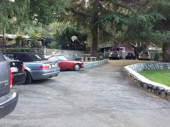 Mount Baldy Lodge: Drive your compact car if you can
