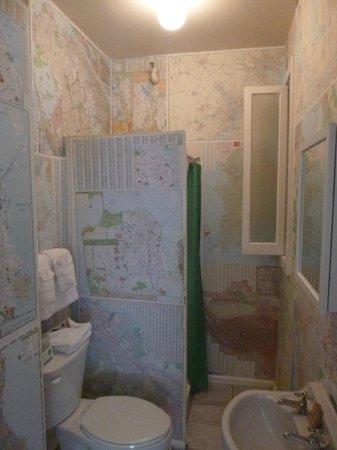 Hotel des Arts: Our bathroom