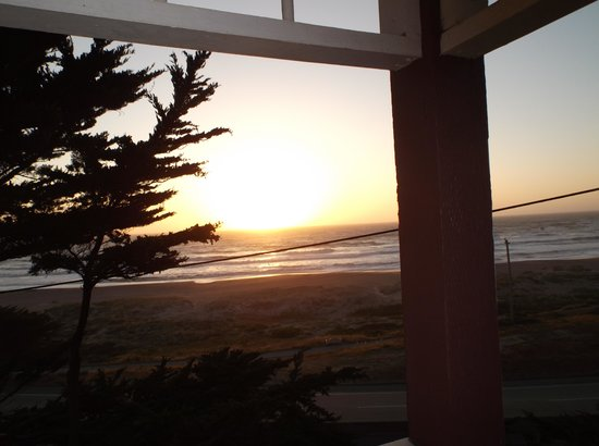 Pacifica Beach Hotel: sunset seen from rooms balcony