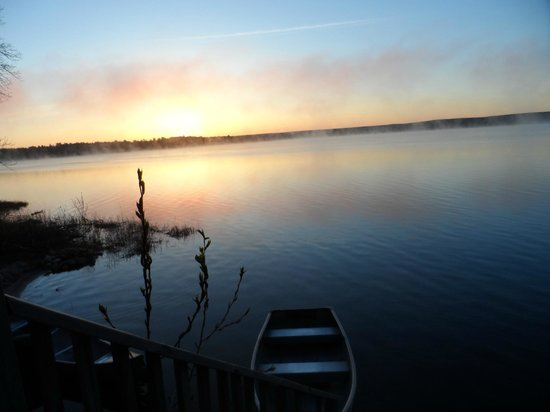 Au Train Lake B&B & Cottage: Sunrise off Au Train Lake