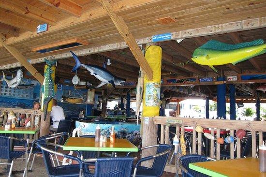 Lee's Roadside Grill: Cool Decor