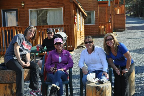 Drifter's Lodge: Hanging with friends by the campfire