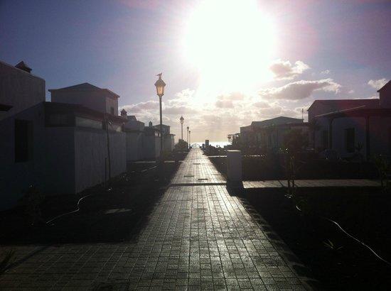 VIK Coral Beach: La calle al mar....