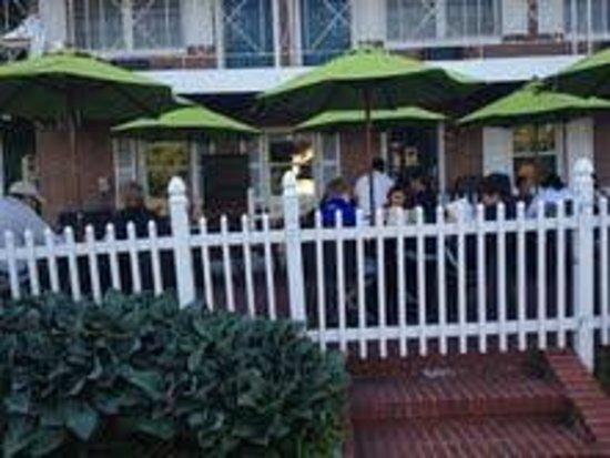 La Caraquena: Outdoor seating