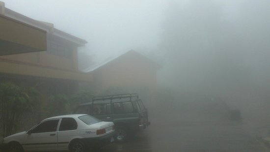 Hotel Montana Monteverde: foggy day!