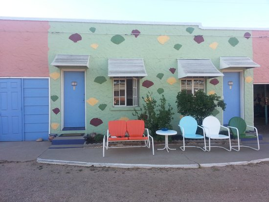Blue Swallow Motel: Retro  Fabulous