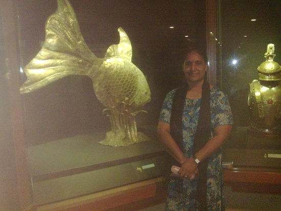 Galeria Perdana: the gigantic copper fish