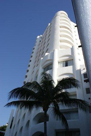 Tesoro Manzanillo: View of hotel
