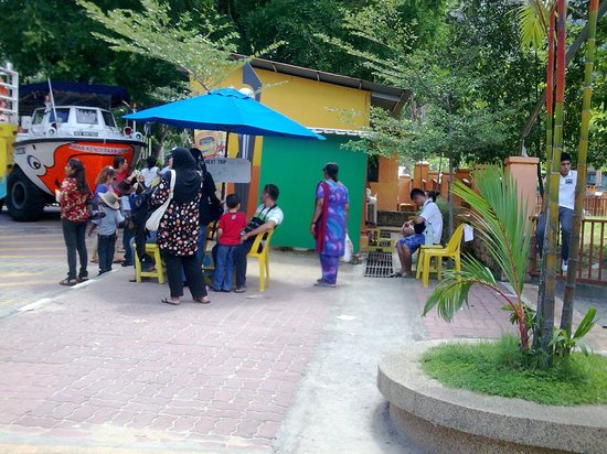 Langkawi Duck Tours- Day Tours: waiting area