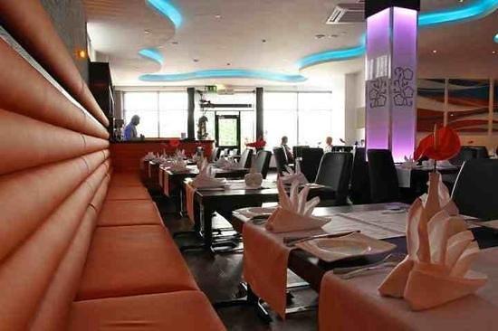 Ma ida Table Spread: ma'ida restaurant in Newcastle