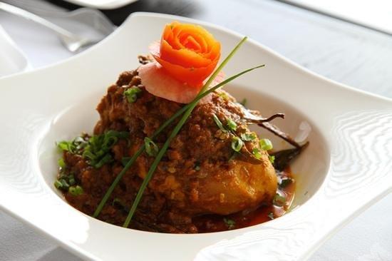 Ma ida Table Spread: Mai'da stuffed chicken
