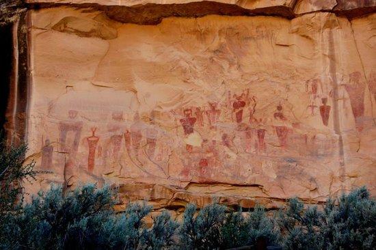 Sego Canyon Petroglyphs: Sego Canyon ancient native art
