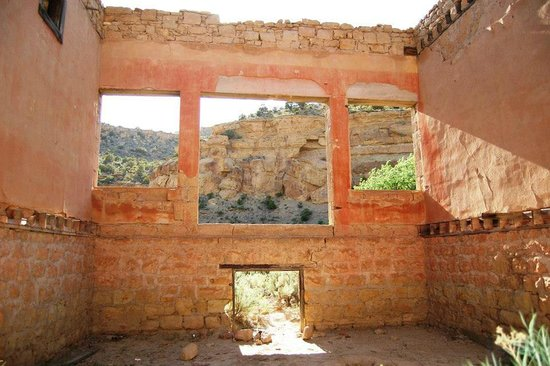Sego Canyon Petroglyphs: Sego store in ghost town from the inside