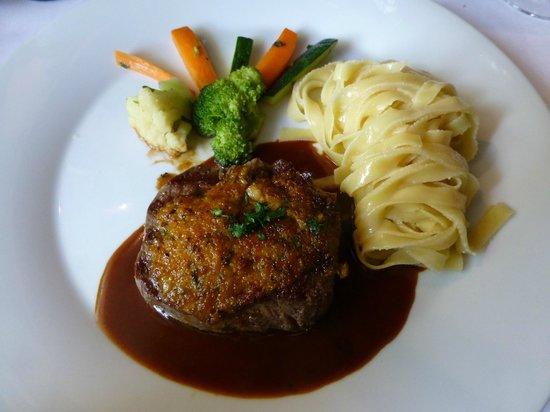 Croix d'ouchy : Le filet de boeuf, ses légumes al dente et ses excellentes pâtes maison