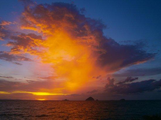 Step Inn Guest House: Sunset Pulau Kecil