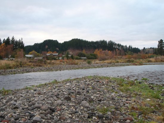Tongariro Lodge: The Lodge from the river