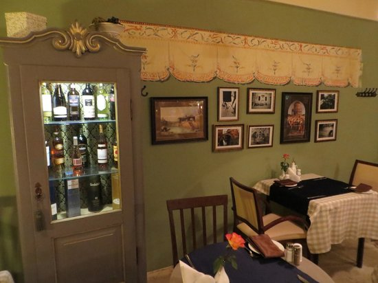 Olive Oil Restorans: Trattoria-type atmosphere