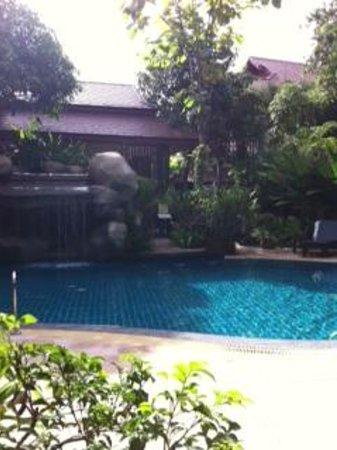 Thai Palace Resort: Pool area