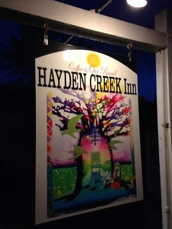 The Hayden Creek Inn: Beautiful sign!