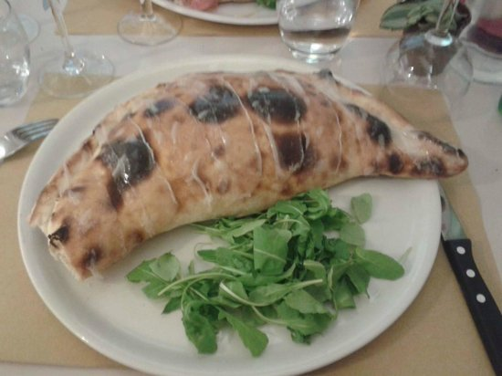 Il Pizzaiolo: Calzone 4 fromages