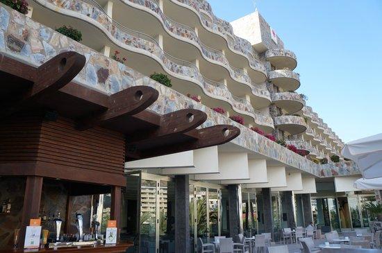 Paradise Valle Taurito: Udsigt fra pool op på hotellet