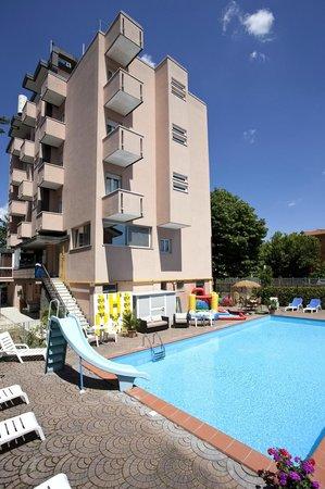 Hotel Sympathy : la piscina e l'hotel